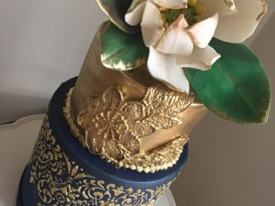 Darkblue gold cake